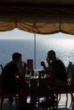 Äta middag ombord av kryssningskeppet royaltyfri bild