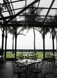 Äta middag område för Oudoor alfresco i arvhotell royaltyfri foto