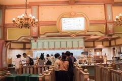 Äta middag område i Shanghai Disneyland i Shanghai, Kina royaltyfri fotografi