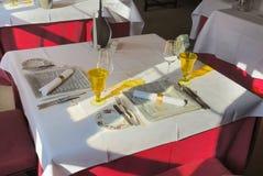 äta middag set tabell Fotografering för Bildbyråer