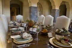 äta middag set tabell för matställelokal Arkivfoto