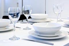 äta middag set tabell upp royaltyfria bilder