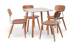 Äta middag tabell för brun träfyrkant med fyra stolar Modern formgivare, äta middag tabeller och stol som isoleras på vit bakgrun royaltyfria bilder