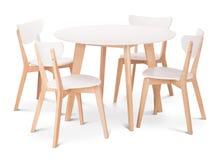 Äta middag tabell för vit trärunda med fyra stolar Modern formgivare och att äta middag tabellen och stolar som isoleras på vit b royaltyfria bilder