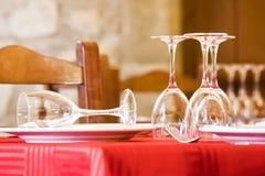Äta middag tabell som är klar för kunder Arkivfoto
