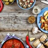 Äta middag tabellen med en variation av mål Arkivfoto