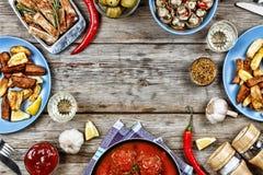 Äta middag tabellen med en variation av mål Royaltyfri Fotografi