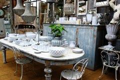 Äta middag tabellen med lerkärl Royaltyfria Foton