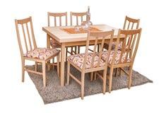 Äta middag tabellen och stolar som isoleras på vit med den snabba banan Arkivfoto