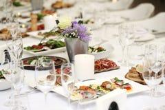 Äta middag tabellen på en beröm Royaltyfri Foto