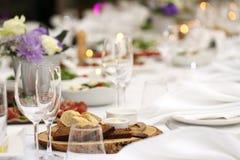 Äta middag tabellen på en beröm Royaltyfria Foton