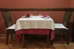 Äta middag tabeller i restaurangen Royaltyfri Fotografi