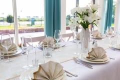 Äta middag tabellinställningen royaltyfri fotografi
