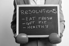 Äta nytt, få passform- och hälsobegreppet Man i röda boxninghandskar på vit bakgrund Royaltyfri Bild