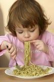 äta pasta Fotografering för Bildbyråer