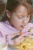 äta pasta Royaltyfri Fotografi