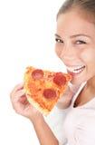 äta pizzakvinnan Royaltyfri Bild