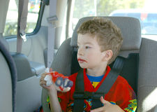 äta popsiclelitet barn Royaltyfri Fotografi