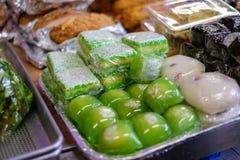 Äta som ska köpas i en vietnamesisk supermarket royaltyfri bild