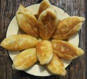 Äta stekhet gourmet- plattadeg för mellanmålet skiva bakelsepajmat Royaltyfria Foton