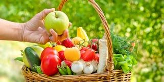 Äta sund sund mat - banta (äta) royaltyfri bild