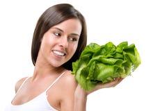 Äta sunt! Nätt kvinna som rymmer en sallad Fotografering för Bildbyråer