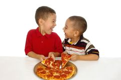 äta ungepizza royaltyfria bilder