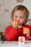 äta yoghurt Royaltyfri Foto