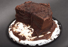 äten frostad hälft för cake choklad Arkivfoton