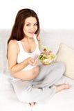 äter gravid Royaltyfri Bild