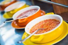 Äter thai stil för kryddig sås för med grillfesten Royaltyfria Bilder