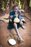 Äthiopien, 9/November/2015, Surma-Stamm: Surma-Frau mit traditionellem Rohr Lizenzfreie Stockfotografie
