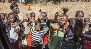 Äthiopische Kinder im kleinen Dorf Arfaide (nahe Karat Konso) Äthiopien lizenzfreie stockfotografie