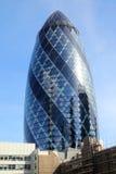 Ättiksgurkaskyskrapan i London royaltyfri fotografi