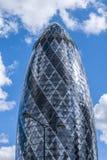 Ättiksgurkaskyskrapan London England Förenade kungariket Arkivfoto