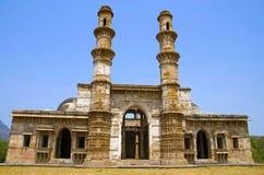 Äußere Ansicht von Kevada Masjid hat Minaretts, Kugel wie Hauben und schmale Treppe, UNESCO geschütztes Champaner - Pavagadh Arch lizenzfreies stockfoto