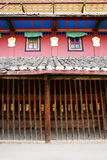 Äußere Wand des tibetanischen buddhistischen Tempels Lizenzfreie Stockfotografie