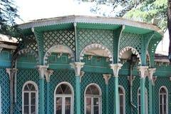 Äußeres alten ` s des religiösen Führers Hauses in Tiflis Stockbild