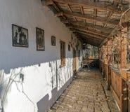 Äußeres bei einem Bauernhaus Slovak ethnics in Banats-Region, ROM Stockfotos