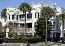 Äußeres der weißen Villa Lizenzfreies Stockfoto