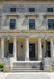 Äußeres des alten griechischen Gebäudes Stockbild