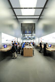 Äußeres des Apple-Speicherinneres das Karussell du Louvre Lizenzfreie Stockbilder