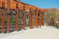 Äußeres des Eingangs zur archäologischen Fundstätte Akrotiri in Akrotiri, Griechenland stockfotografie