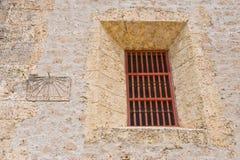 Äußeres des Gefängniszellenfensters Lizenzfreie Stockfotos