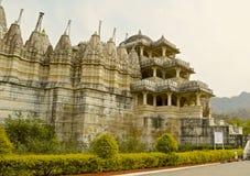 Äußeres des Jain Tempels bei Ranakpur Stockfoto
