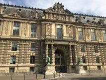 Äußeres des königlichen Palastes Palais du Louvre in Paris Stockbild