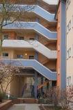 Äußeres des modernen Blockes der Wohnungen Stockbilder