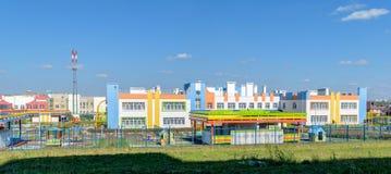 Äußeres des neuen schönen frohen Kindergartens Lizenzfreie Stockfotografie