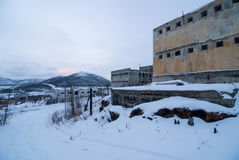 Äußeres des verlassenen Gefängnisses Stockbild