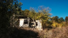 Äußeres des verlassenen Hauses lizenzfreie stockfotografie